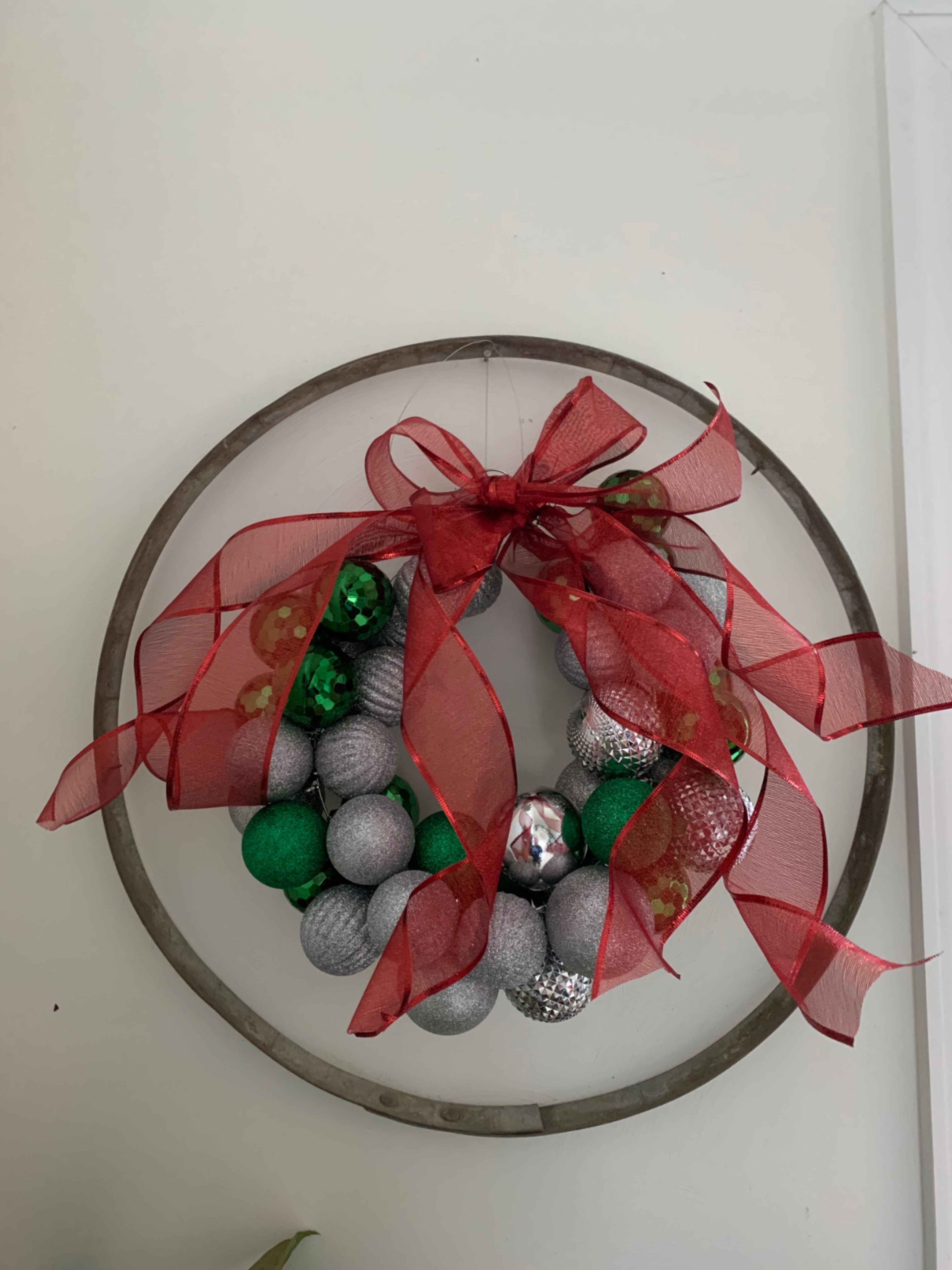 DIY Ornament Wreath Ornaments diy, Ornament wreath, Wreaths