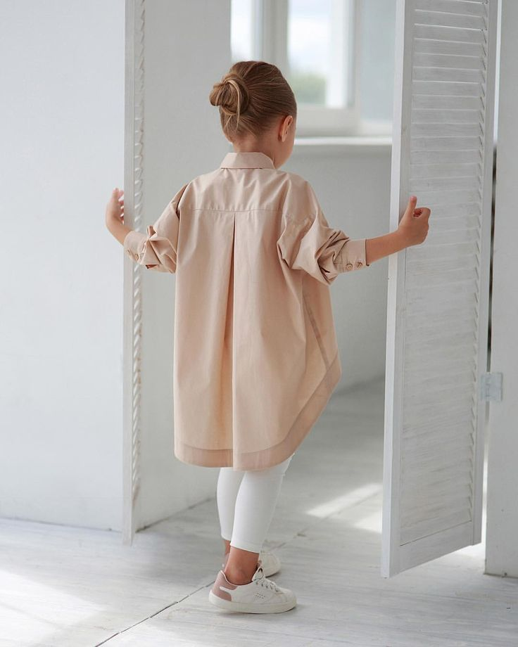 Photo of Long-sleeved shirt with an extended back