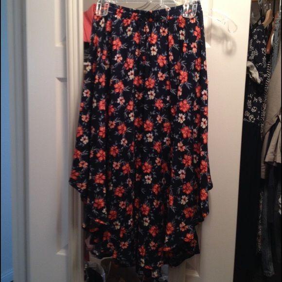 Hollister floral skirt Hollister floral skirt, brand new, never wear! Hollister Skirts