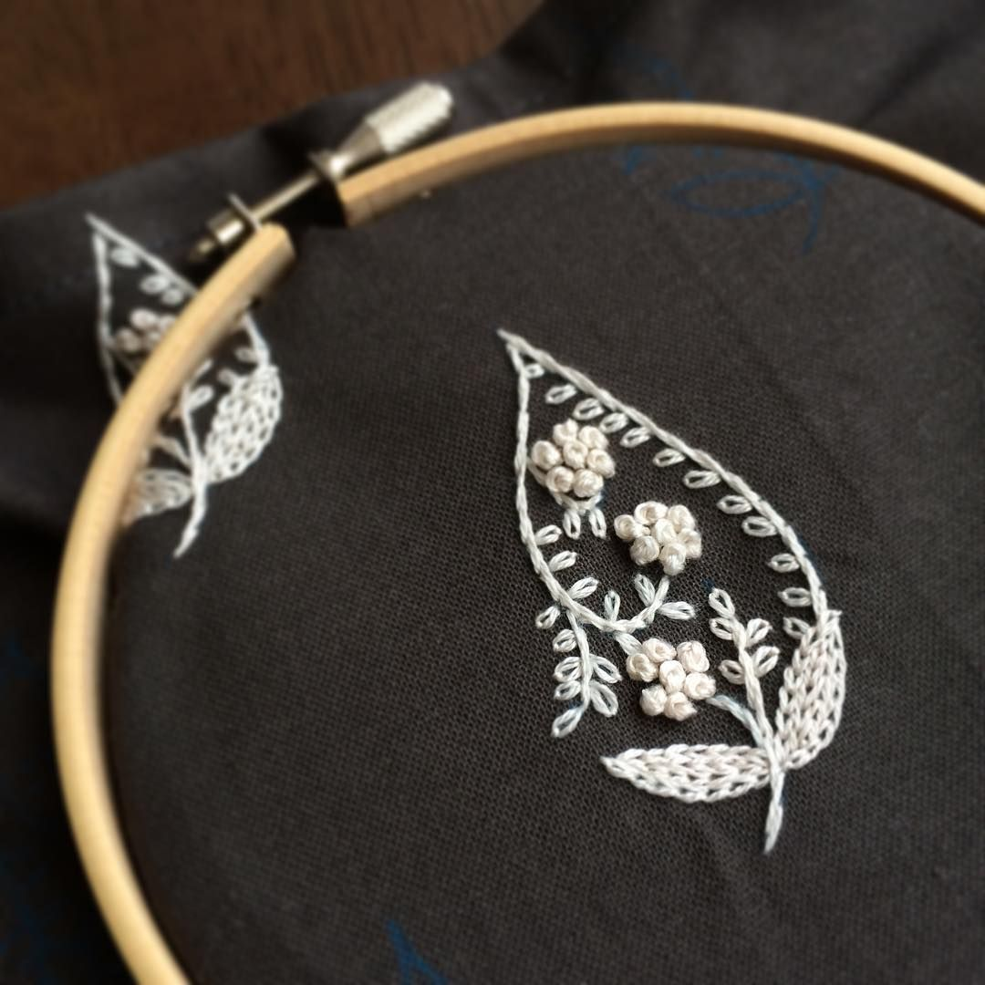 #しずくの花模様  とと姉ちゃん、仕出し屋さんも良い人で良かったー!さて、GWまであと2日、行ってきます!  #刺繍 #embroidery #needlework #樋口愉美子 #樋口愉美子のステッチ12か月 #朝活 #100post
