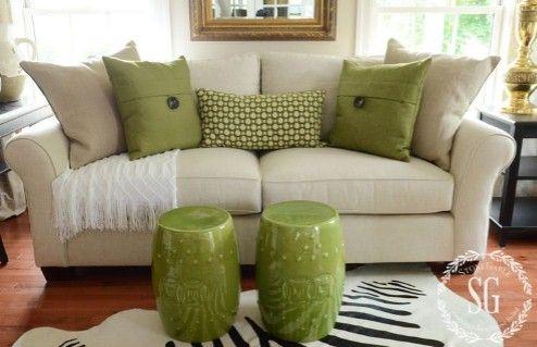 Green Pillow Arrangement Against An Off White Couch Cojines Decorativos Para Sala Cojines Para Sala Modelos De Casas Interiores