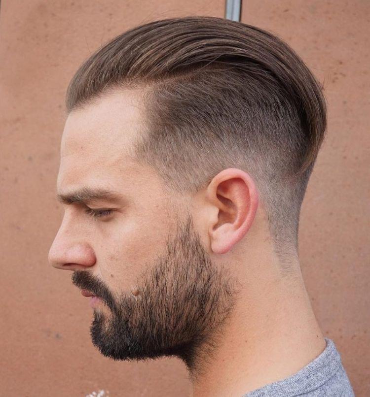 Dunkelblondes Haar An Den Seiten Kurz Getrimmt Haarschnitt Frauen Frisuren Haarschnitt Manner