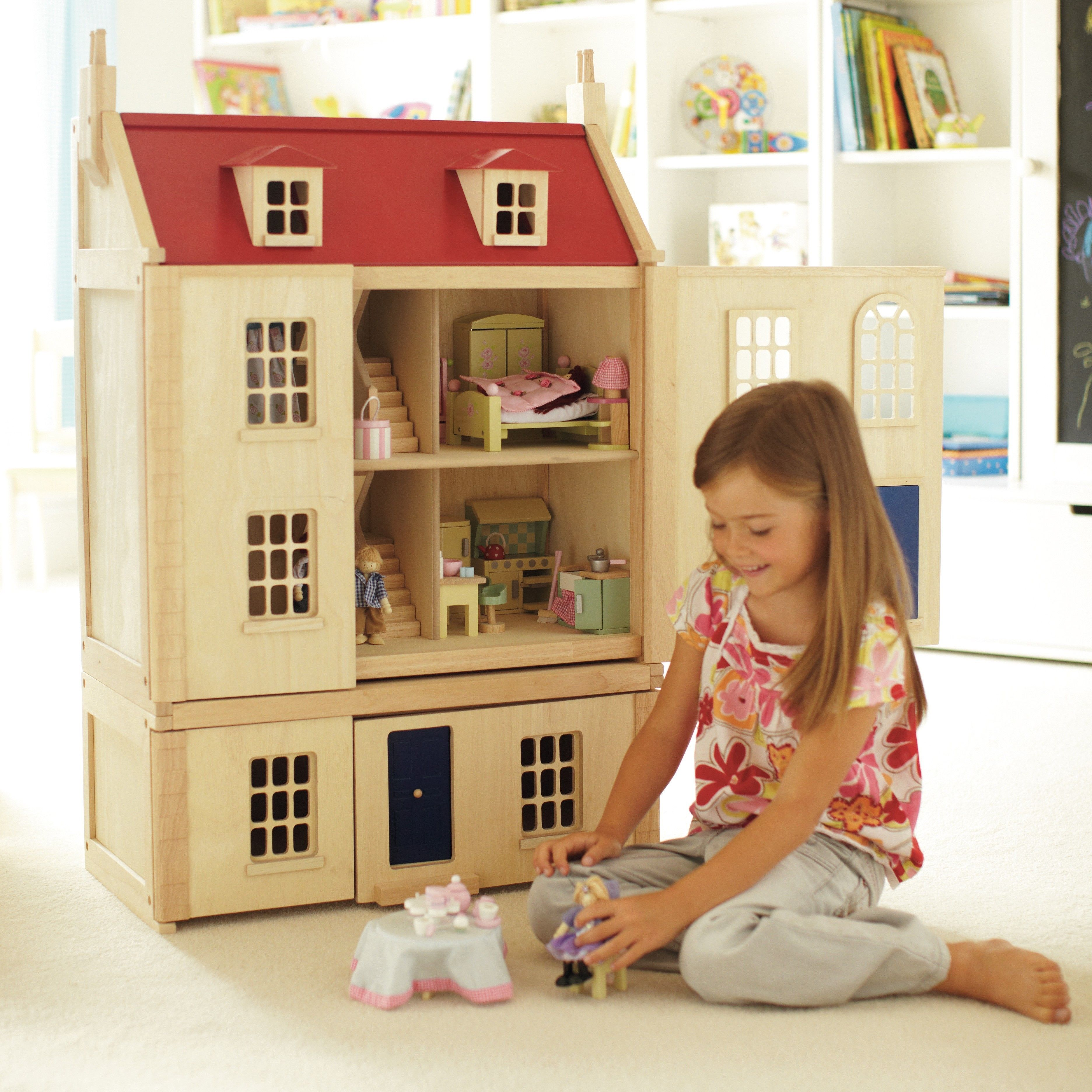 A Dream Home By Anyoneu0027s Standards, This Stunning Wooden Dolls House Comes  Complete With With