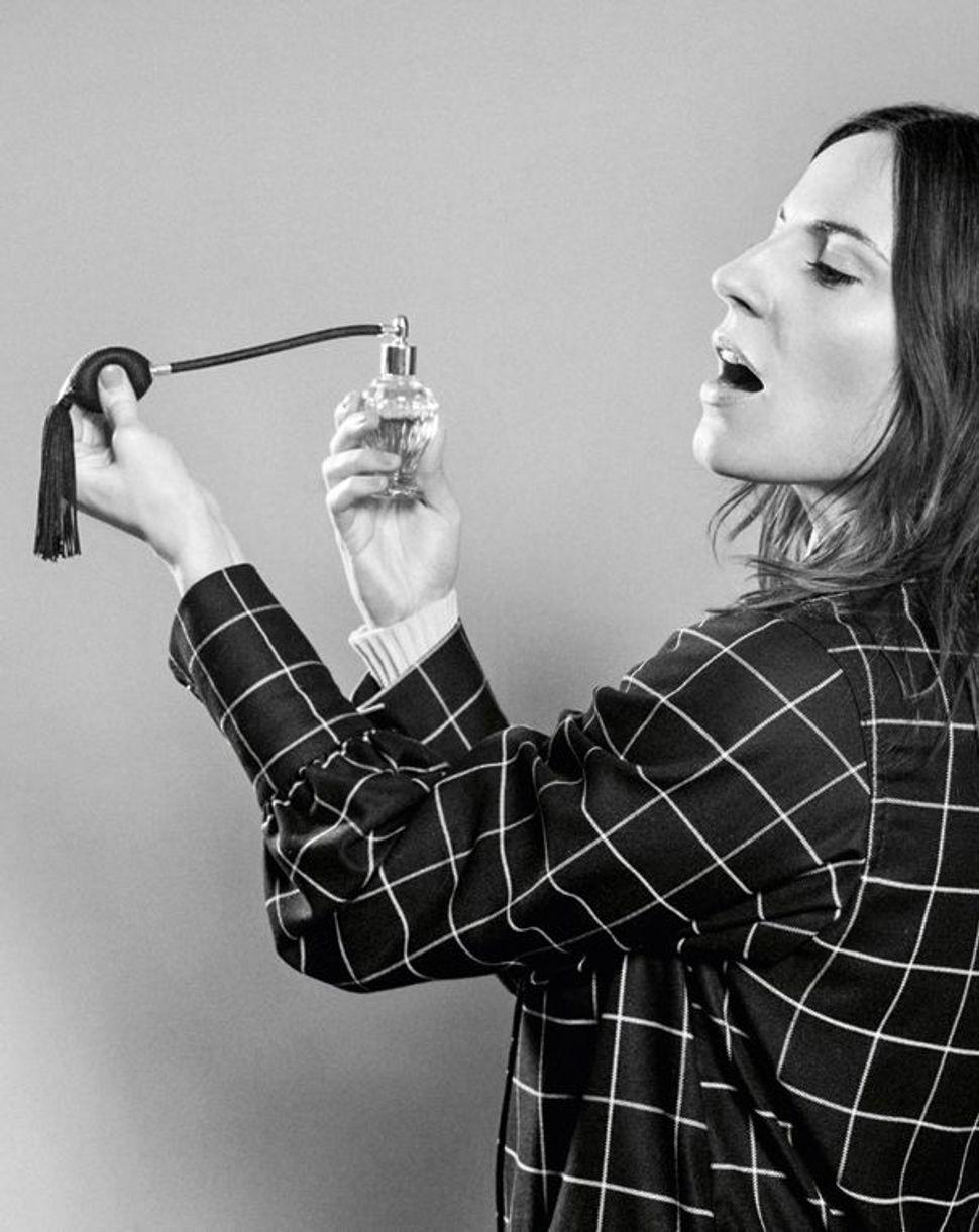 Die Schauspielerin Antje Traue im Interview ohne Worte in