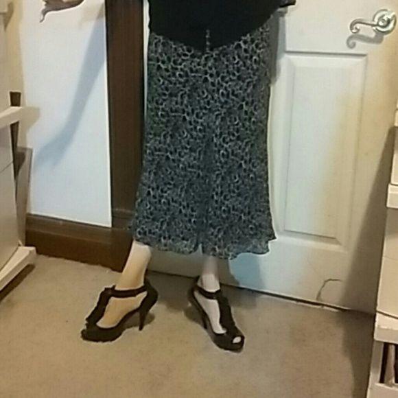 Merona skirt Elegant bl/white mid calf skirt, 100% polyester, 100% silk lining, size M, Merona Skirts Maxi