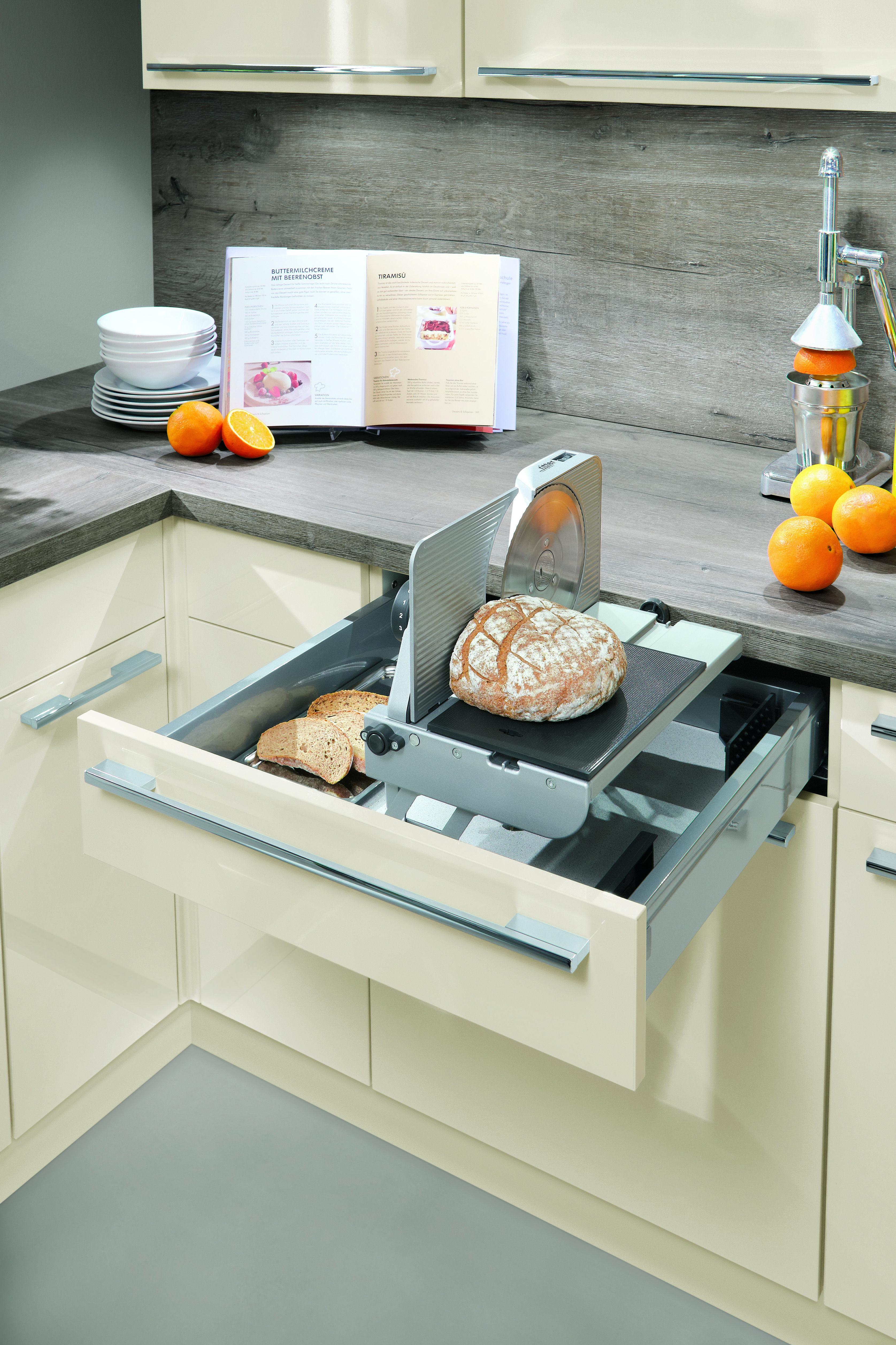Brotschneidemaschine im Schubkasten versteckt Küchen