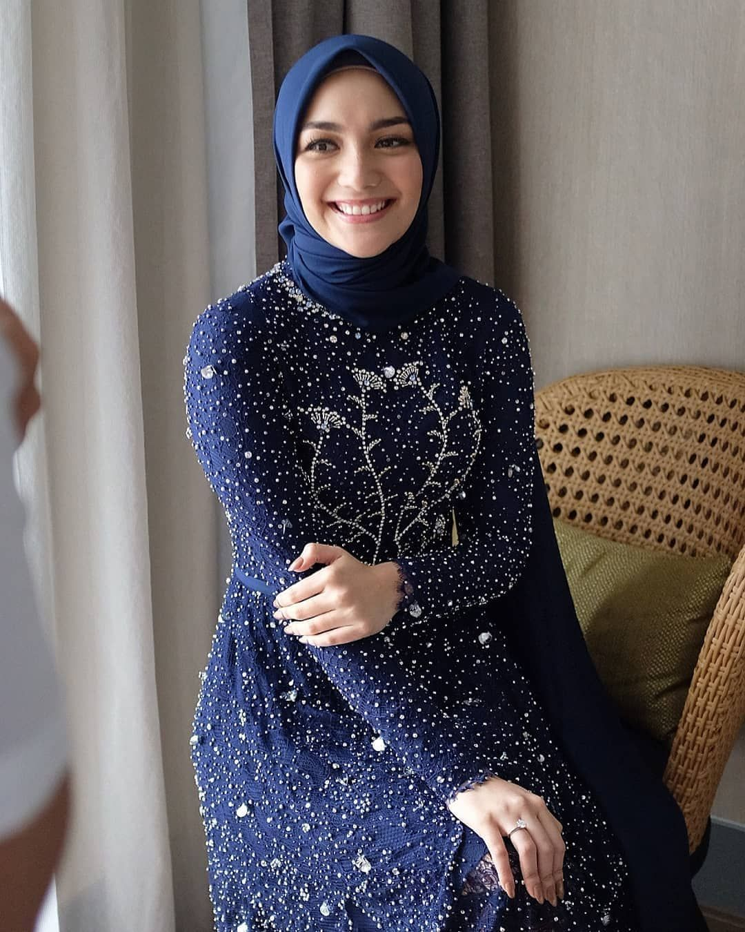 Baju Model Kebaya Citra Kirana Pada Prosesi Lamaran Pakaian Pesta Model Baju Wanita Kebaya Jilbab