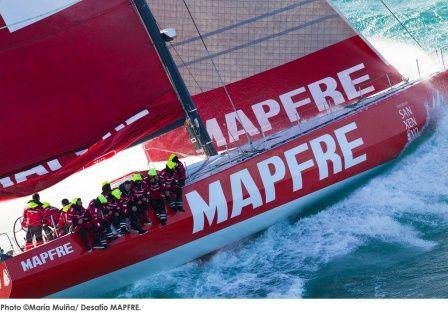 """El barco español """"MAPFRE"""" estableció un nuevo récord entre Palos de la Frontera y San Salvador en 11 días 7 horas 38 minutos y 40 segundos."""