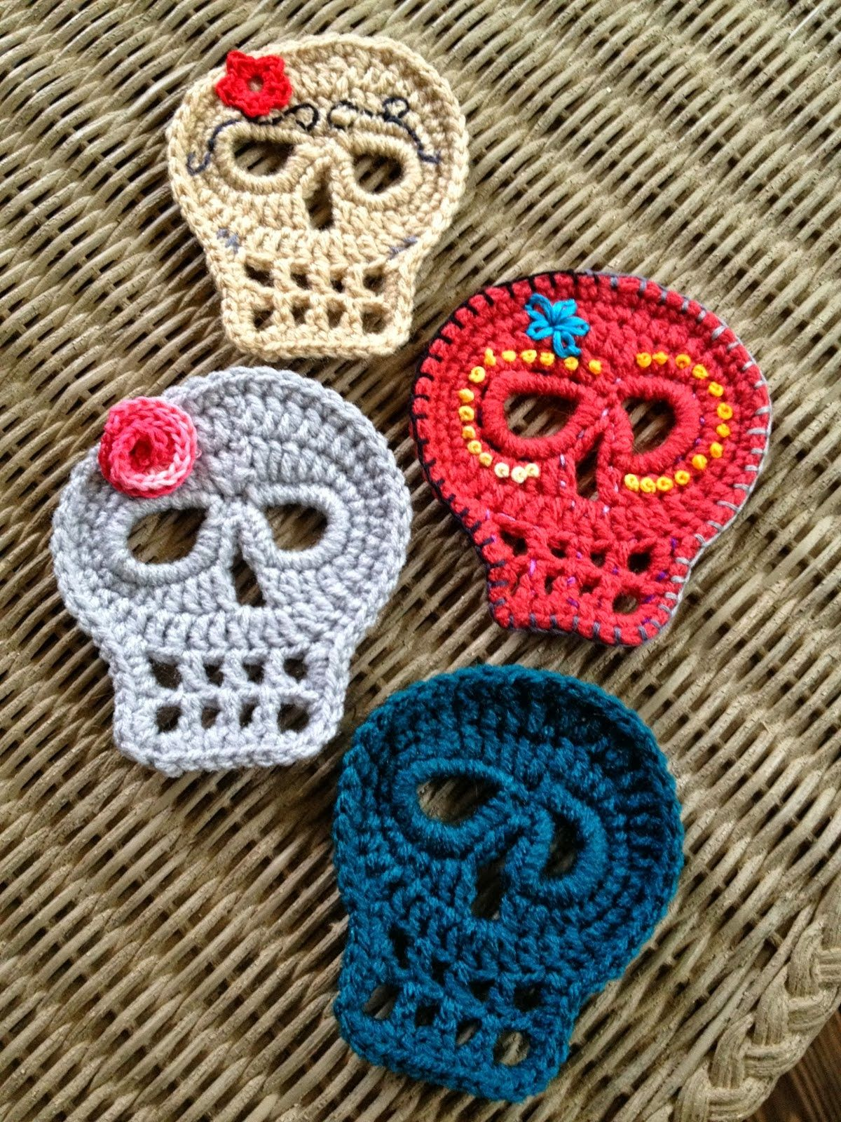 There are a few awesome crochet patterns throughout the web for Dia ...