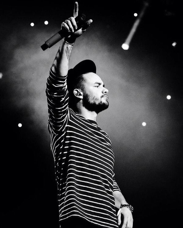 Liam on stage at KISS FM Jingle Ball in Dallas, Texas - 12/1/15