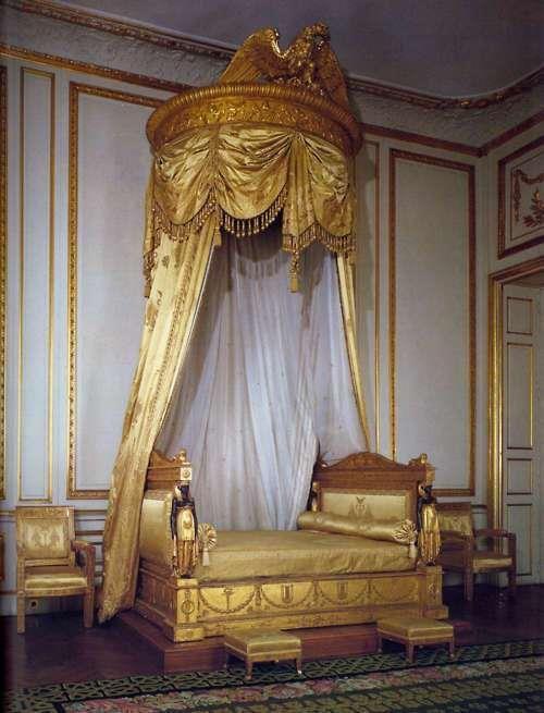 Vintage golden bed vintage golden fashion letto a for Interni case lussuose