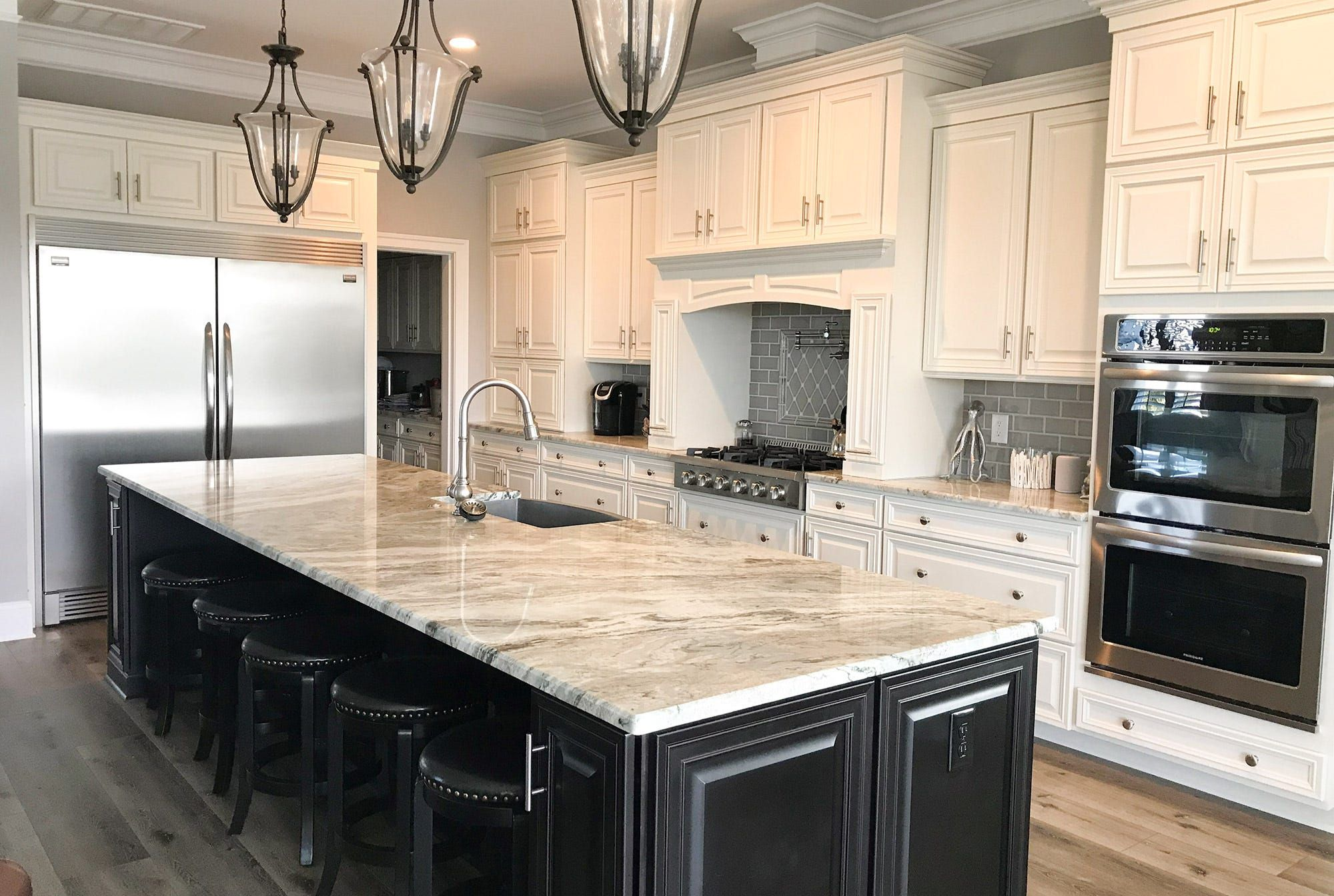 Https Www Cabinets Com Pub Media Atwix Gallery Items Bronson Maple Alabaster 1 1 Jpg In 2020 Ivory Kitchen New Kitchen Cabinets Kitchen Cabinet Colors