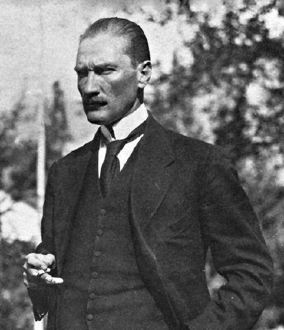 * Mustafa Kemal Atatürk * Fundador da República Turca e seu 1º Presidente. (* Salônica, 1881 - Istambul, 10/Novembro/1968).