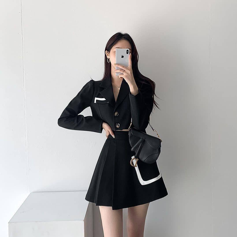 Woman classy wear vintage style winter 2021 cute k-pop shopping instagram college