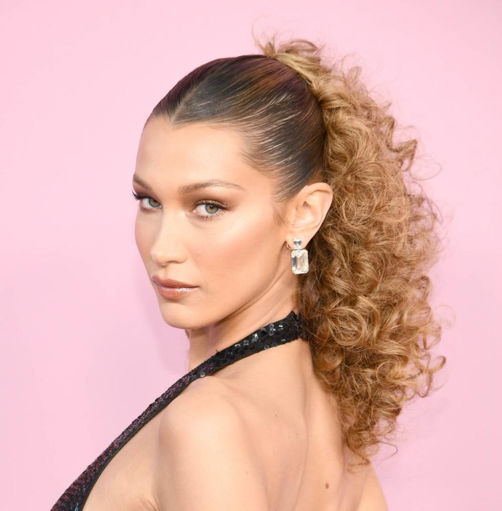 Les Plus Belles Coiffures De Bella Hadid Belle Coiffure Les Plus Belles Coiffures Cheveux Boucles