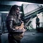 Aquaman playing guitar on the set of 'Justice League'