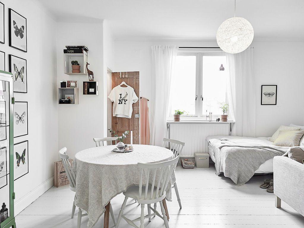 Monoambiente escandinavo con decoración de interiores en blanco ...