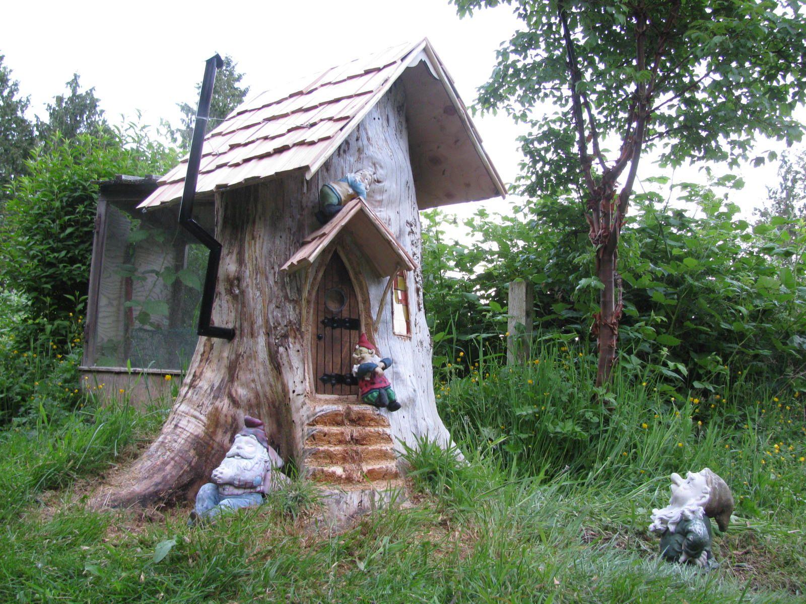 Gnome Tree Stump Home: Gnome Stump Home - Creative Ideas