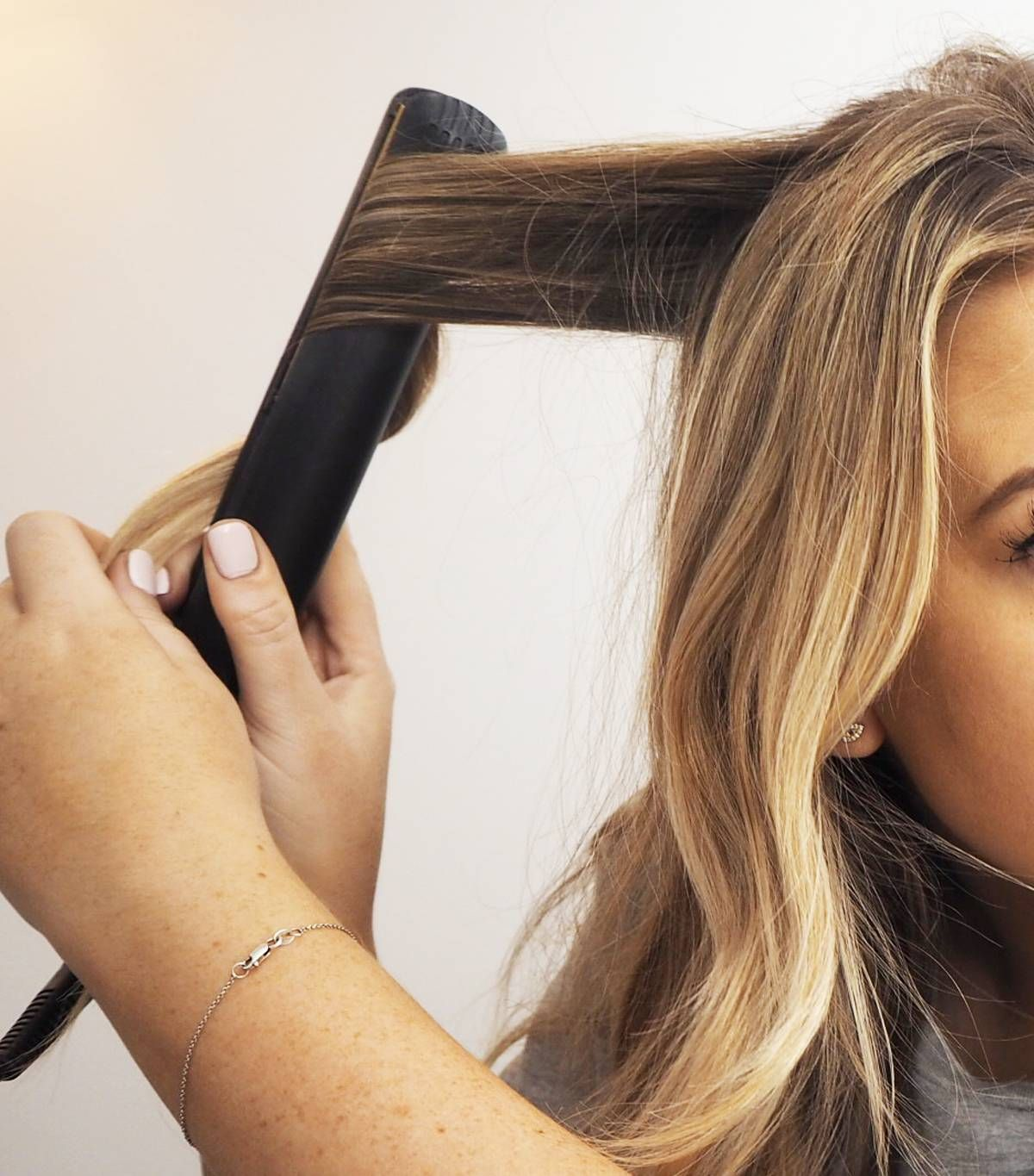 5 Easy Steps To Curling Your Hair With A Straightener In 2020
