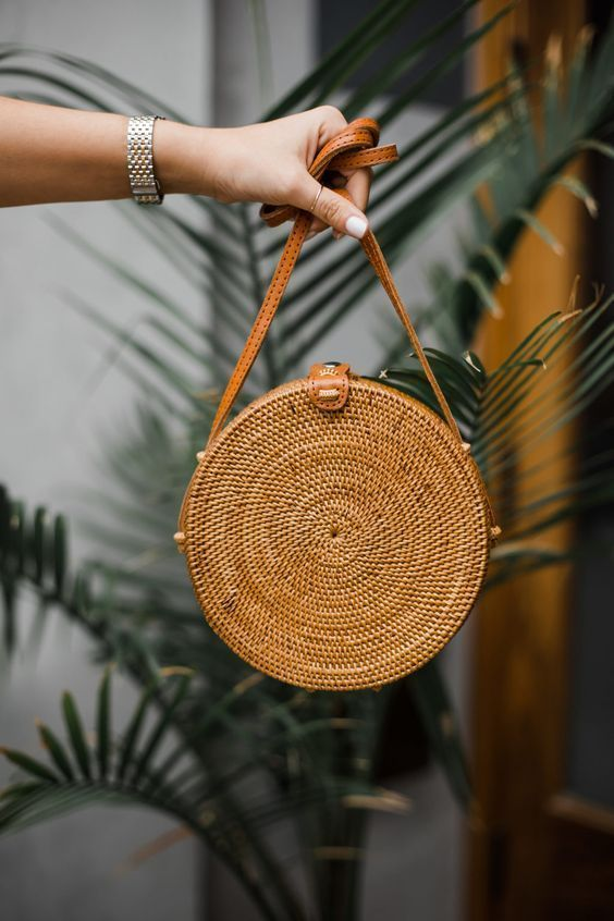 27 Summer Straw Handbags + Outfit Ideas - Summer handbags, Straw handbags, Handbag outfit, Trending handbag, Round straw bag, Woven handbags - This bag round up is devoted to straw Summer handbags and beach bags! Choose to dress these up while on vacation or opt for a street style!