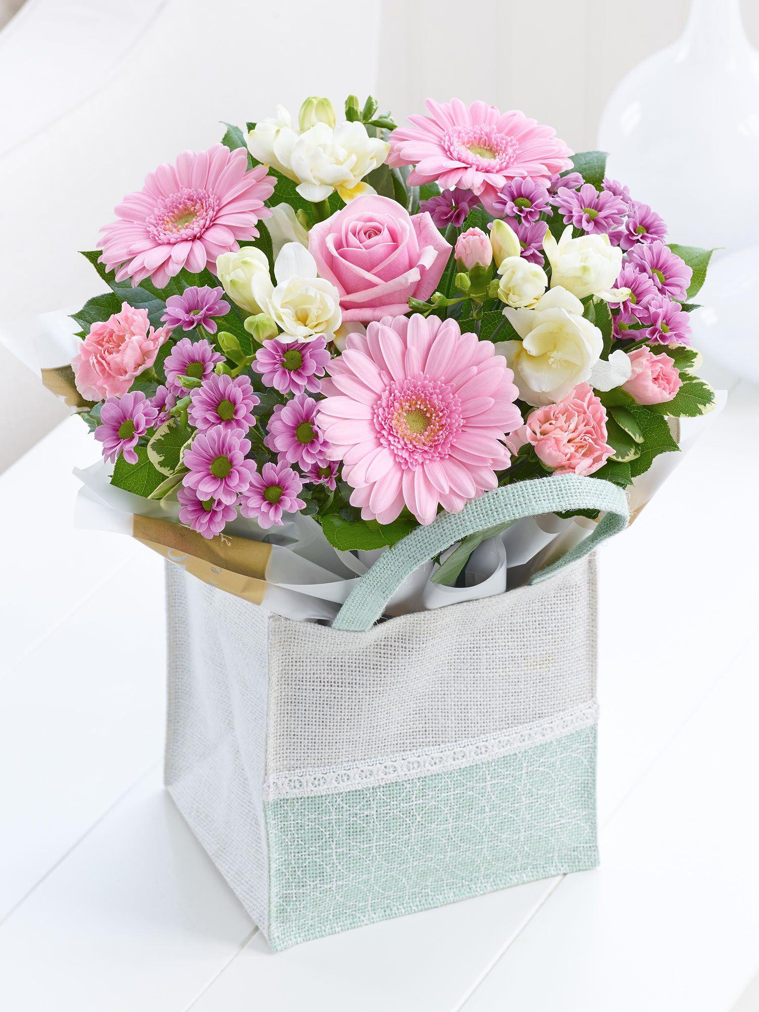 Pink Gift Bag Interflora Цветочные композиции