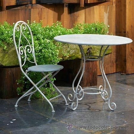 Mesa de hierro gris con una bonitas patas mesas - Mesa de hierro ...