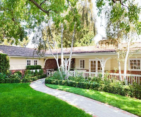 22 Ideas To Steal From Our Favorite Ranch Style Homes Ranch Exterior Ranch House Landscaping Ranch Style Homes