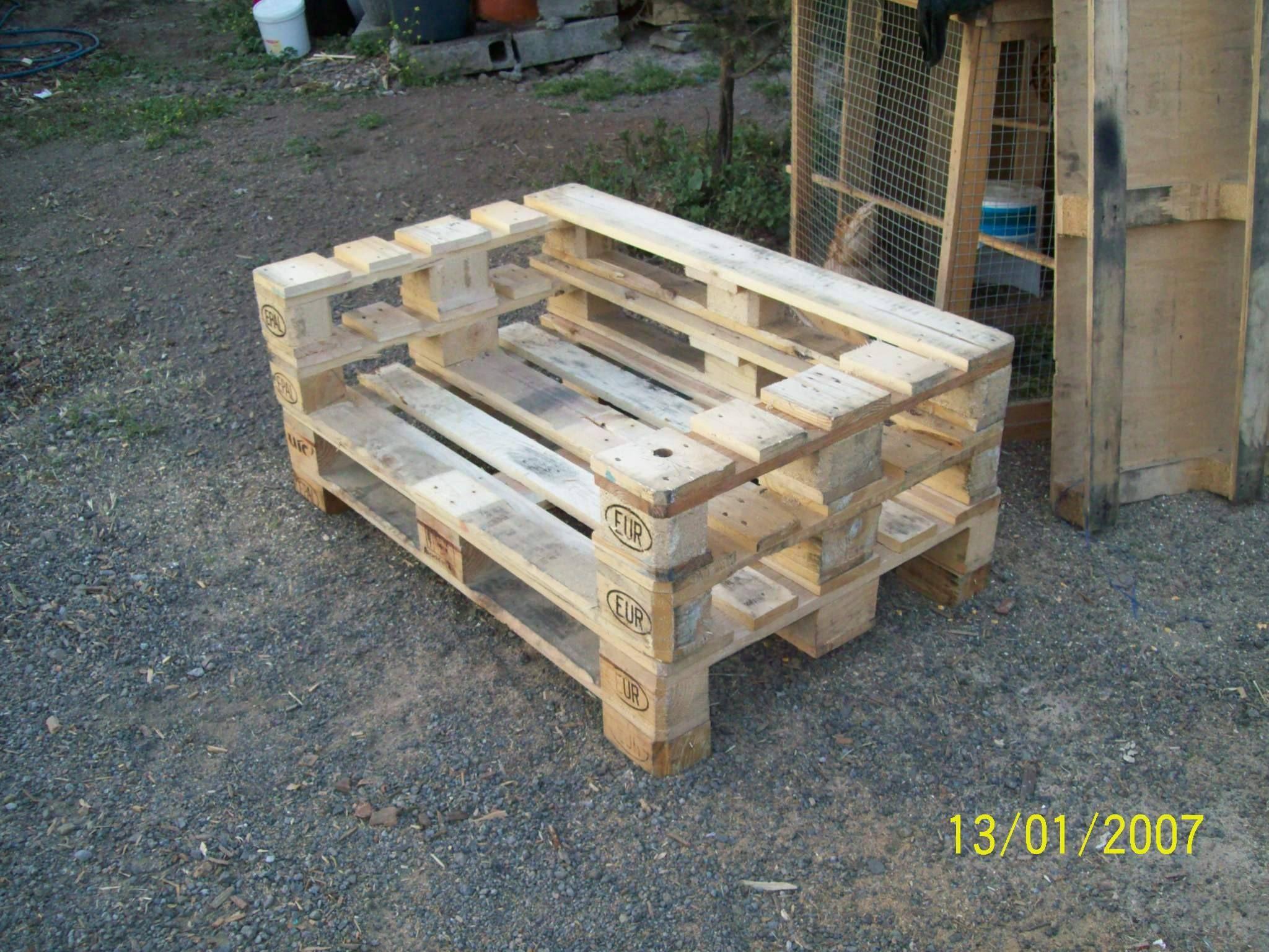 Sillon confeccionado con madera reciclada paletts n for Sillones de madera reciclada