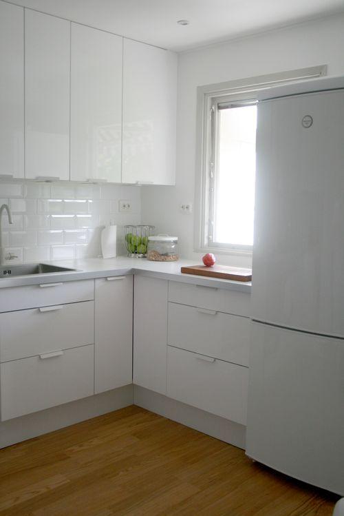 Ikea KLIPPIG white profile handles | Sköna Kök | Pinterest ...