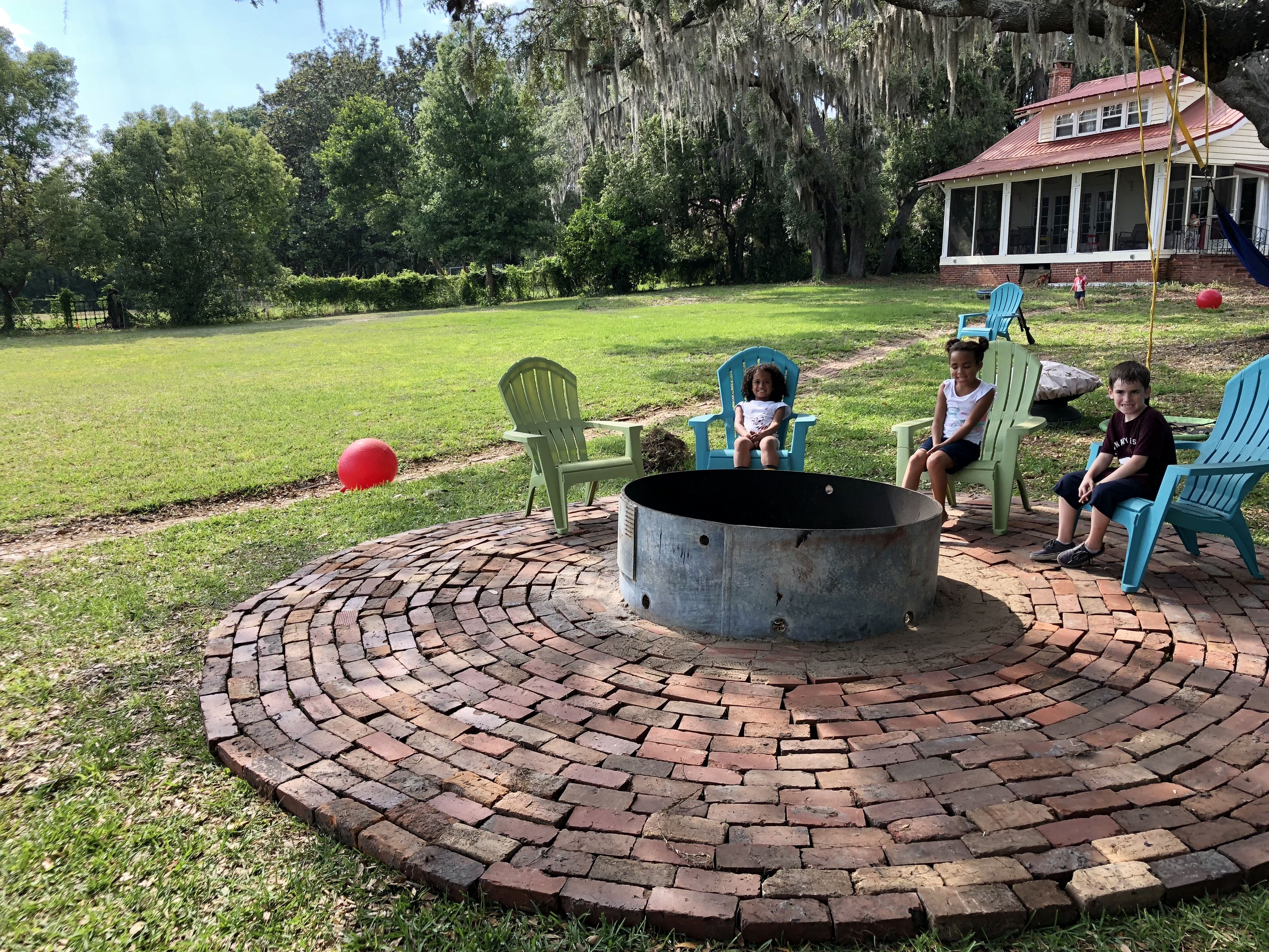 Circular Red Brick Patio With Fire Pit Fire Pit Brick Patios Brick Fire Pit