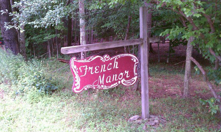 Main sign at The French Manor in South Sterling, PA