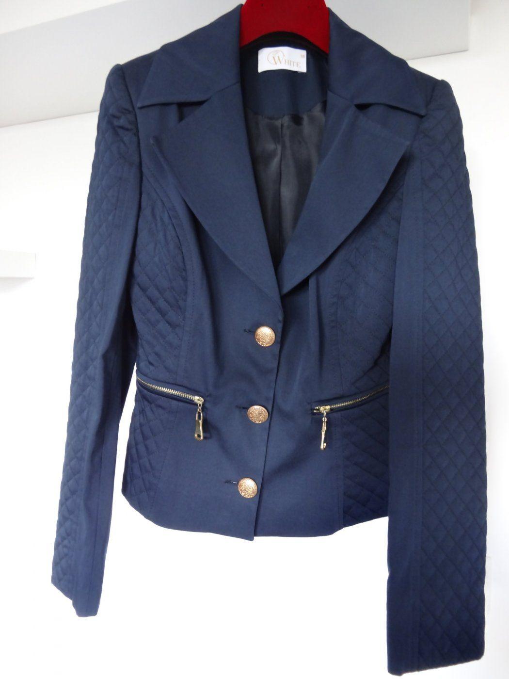 Taillierter Blazer mit Steppdetails und goldfarbenen Knöpfen | Mädchenflohmarkt