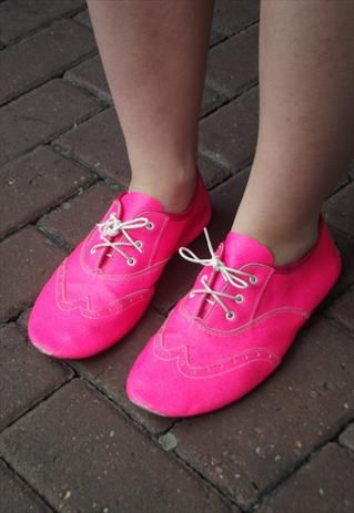 NEON PINK BOWLING SHOES - Shouldn't be