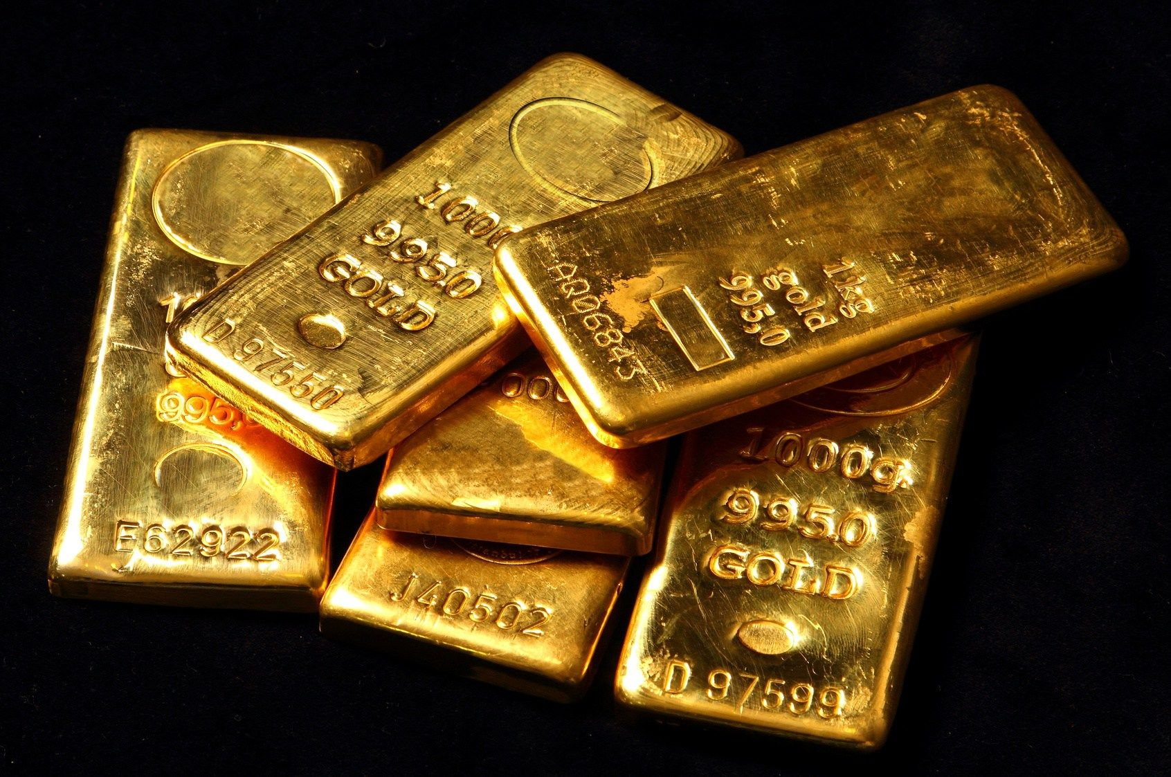 Gold Falls More Than 1 As The Dollar Rose After The Us Jobs Data Gold Buyer Bitcoin Price Gold Investments