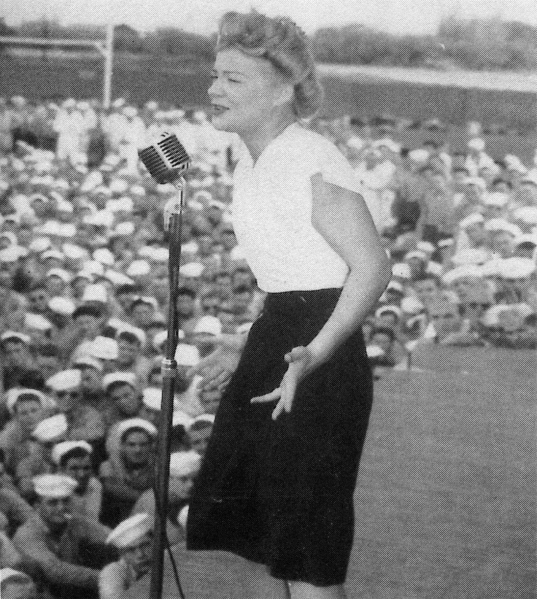 File:Betty Hutton - USN.jpg - Wikimedia Commons