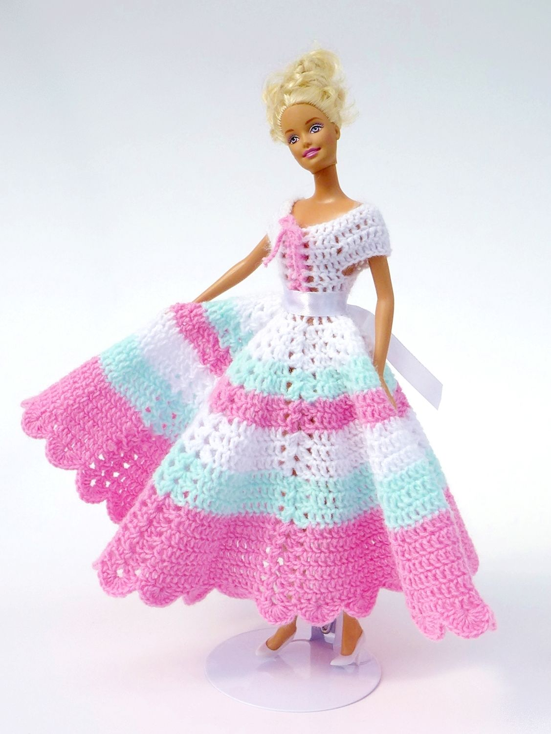 wonderful length for barbie | Miniaturas | Pinterest | Muñecas ...