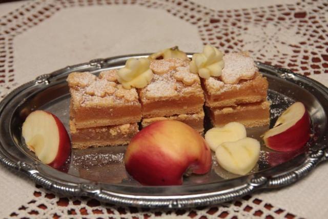 Jablkový koláč s kvietkami