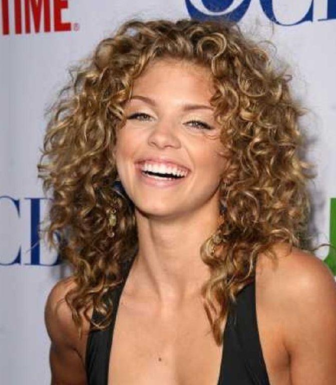 Short Curly Hairstyles Google Search Pelo Rizado Pelo Rizado Mujer Pelo Corto Con Rulos