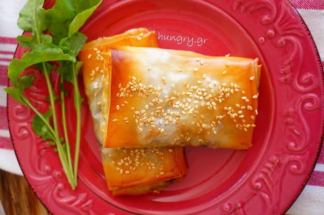 Kitchen Stori.es: Τραγανές Πίτες με Σπανάκι, Κουκουνάρι & Σταφίδες