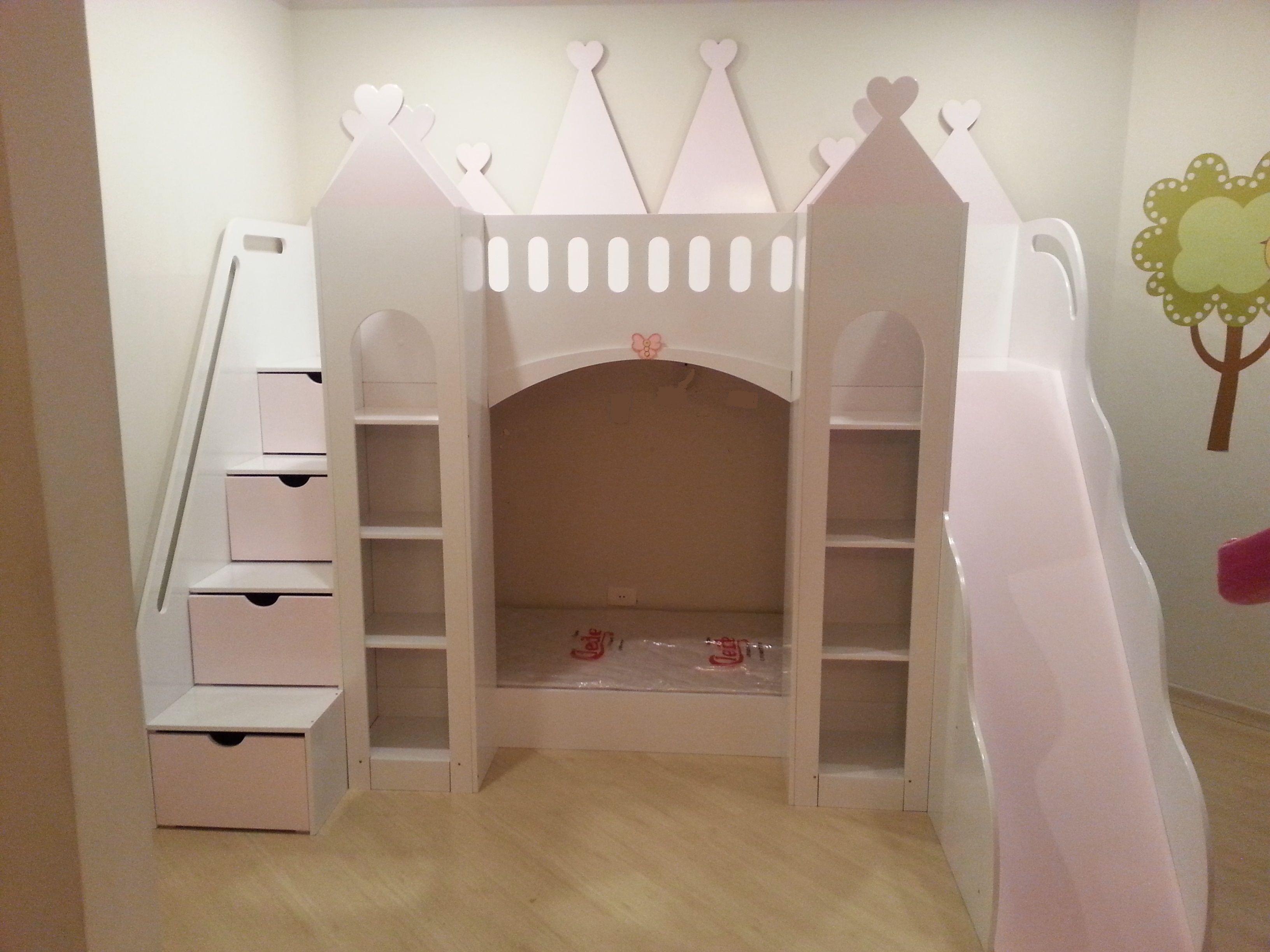 36fdf8583 Cama Infantil Chalé Castelo das Princesas com Cama Adicional Escorregador e  Gavetas