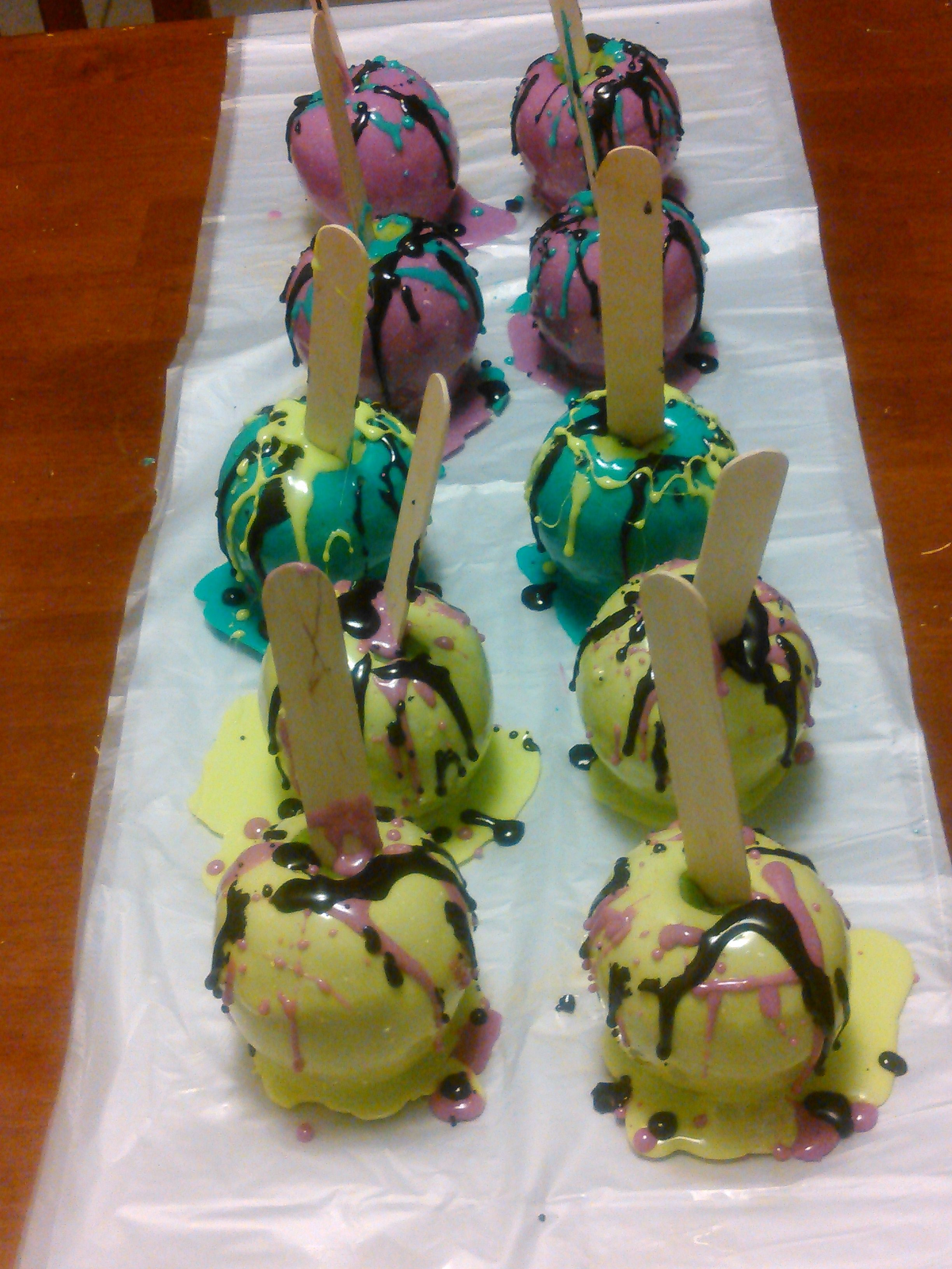 Splattered Candy Apples For a Paint Party ....