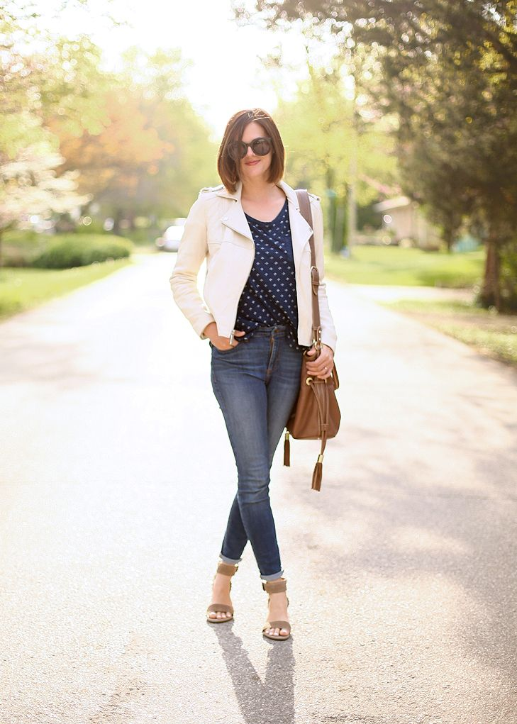 playground outfit, casual mom style, mom style | Jessica Quirk | What I Wore Fashion Blog