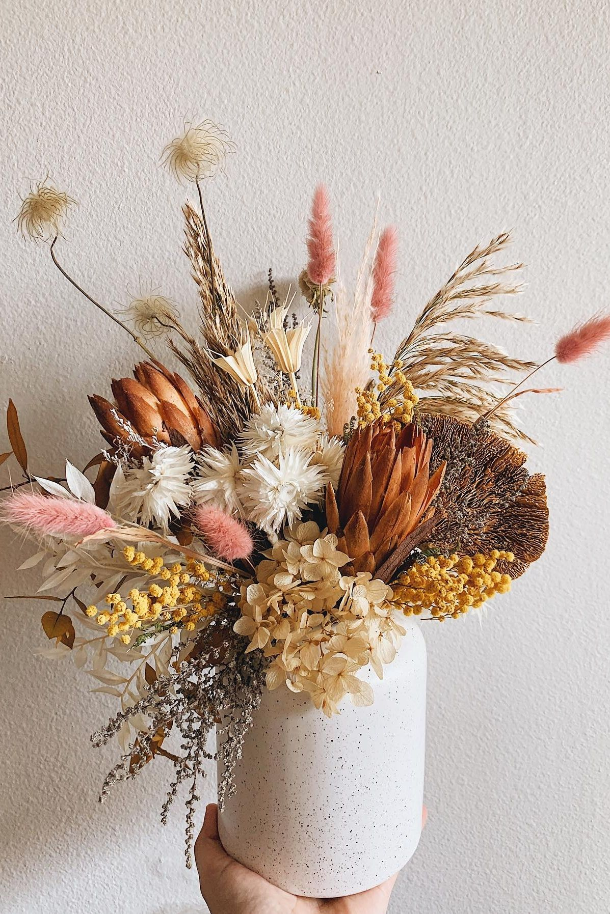 Simple Dried Flower Home Decoration In 2020 Dried Flower Arrangements Dried Flowers Dried Flower Bouquet