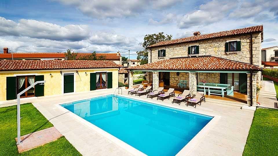 Holiday Villas In Rovinj Croatia Holiday Villa With Pool And Privacy Near Rovinj Croatia Villa Holidays Large Small Pool Houses Pool Houses Croatia Villas