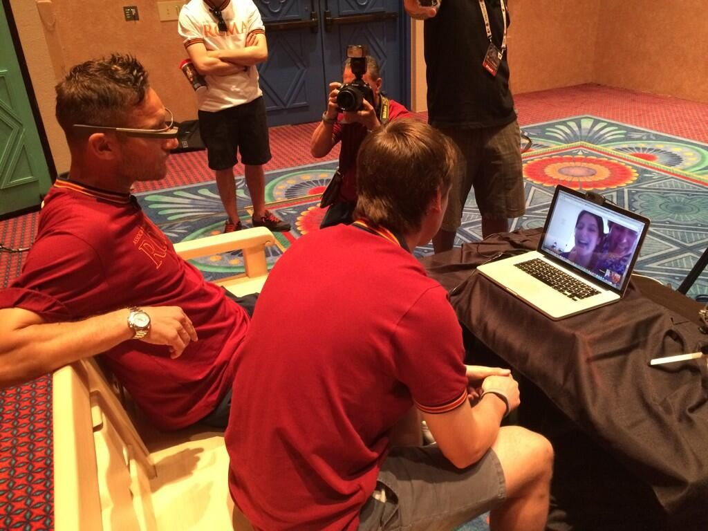 #ASRomaHangout: reactions from the lucky fans who get the chance to meet Totti online! #Orlando2014 pic.twitter.com/dUc8ZSKQsh