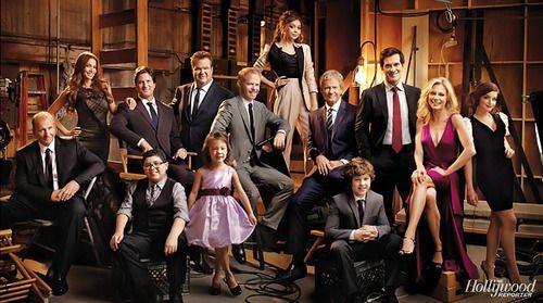 Modern Family Season 4 Promo Large Family Photos Family Portraits Family Posing