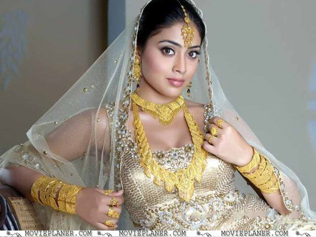hot indian bride | shriya saran hot indian bride wallpaper | crowns