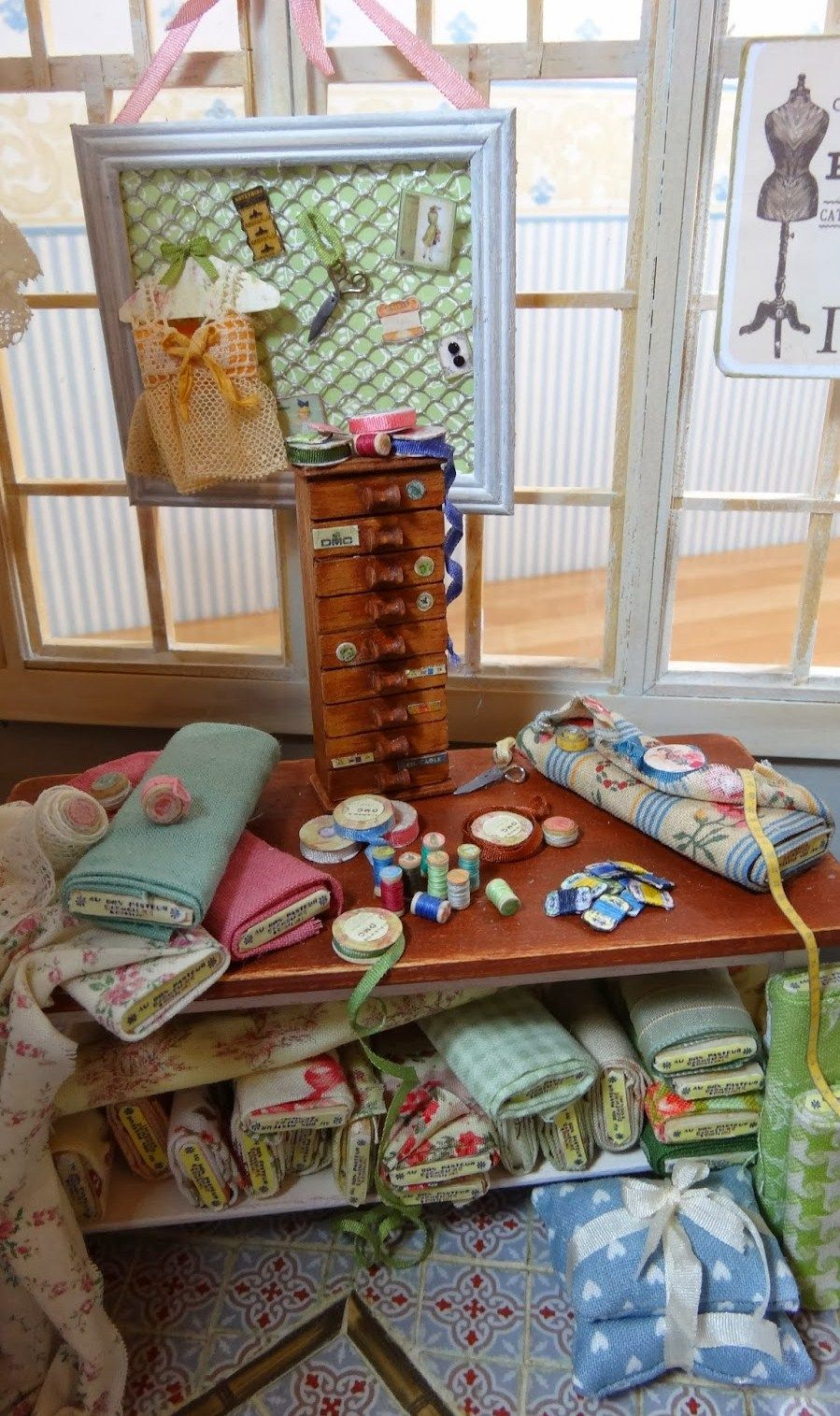 KIT Dollhouse Miniature Short Fabric Display Unit 1:12 Scale Maple