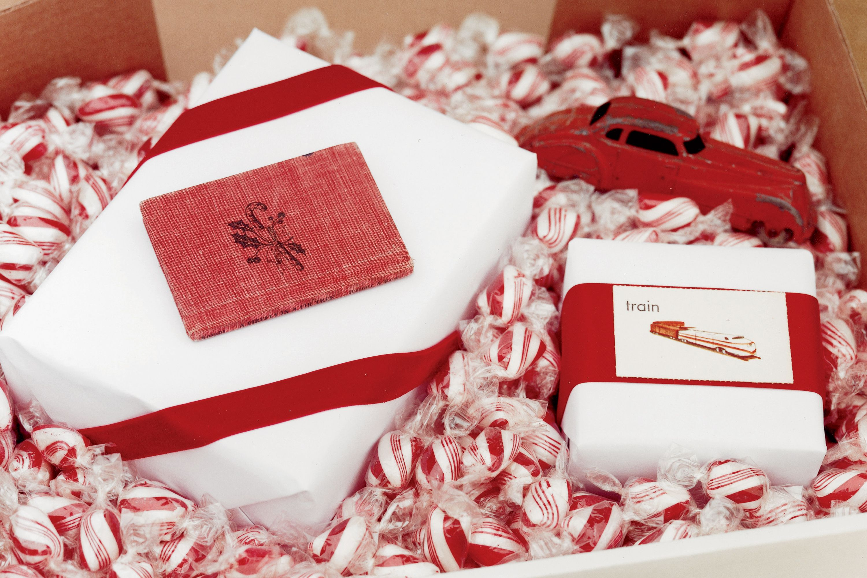 30+ Great Christmas Gift-Wrapping Ideas | Peppermint, Christmas ...