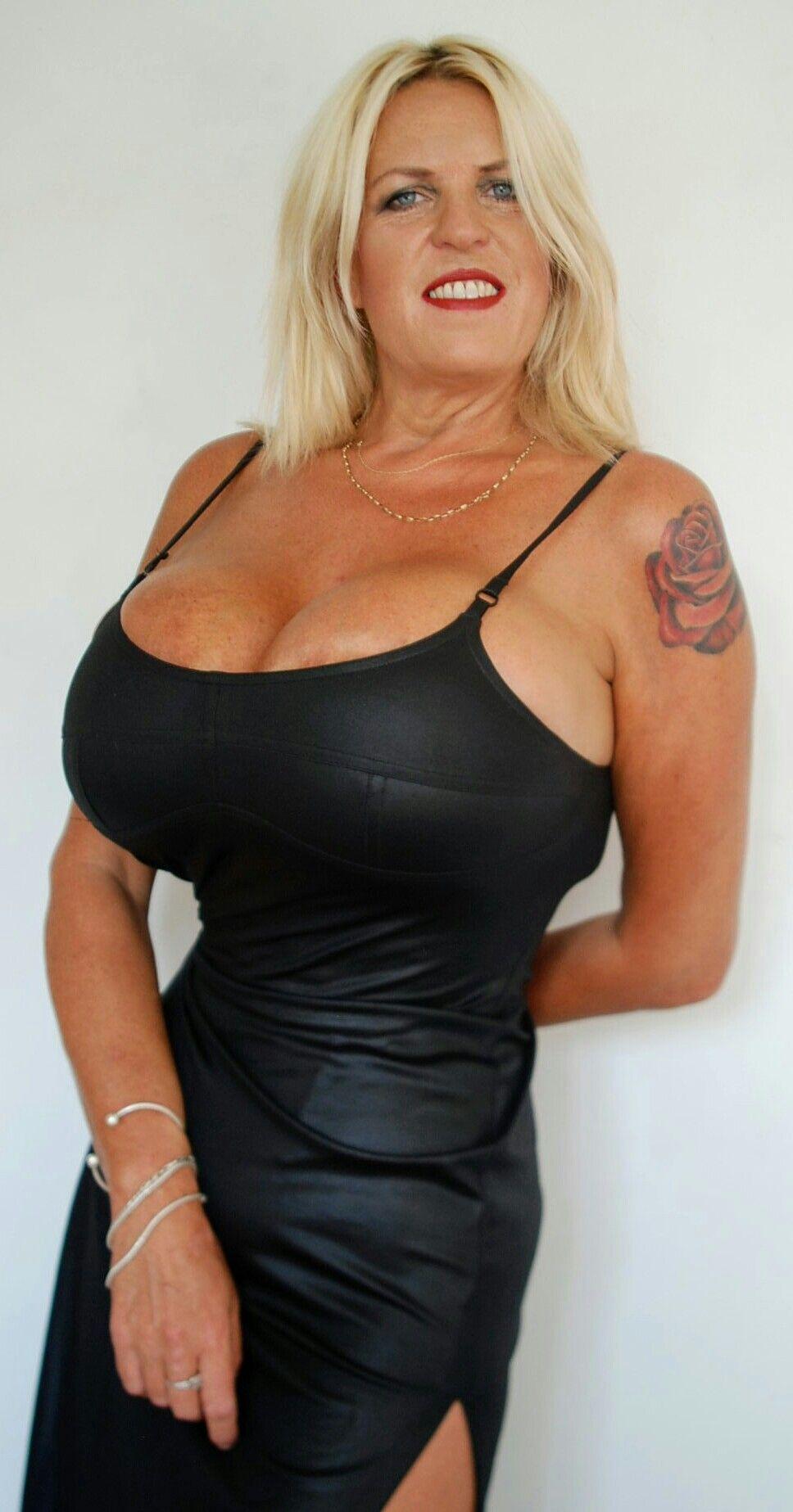 hot naked bitch fucking herself